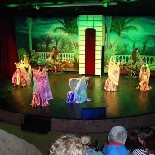 Voorstelling in het Amfi theater