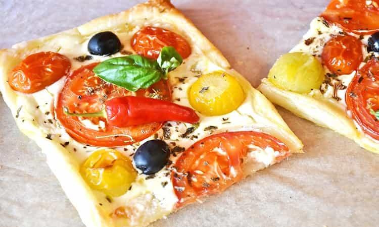 Tomaten plaat pizza