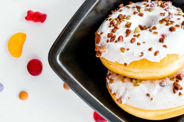 Zelf gemaakte Donuts met icing