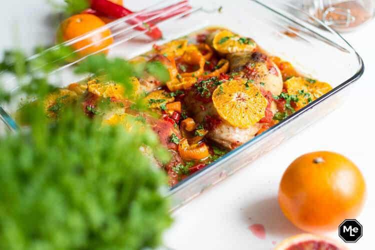 Kippenpoten met sinaasappel, tomaat en rode peper-2
