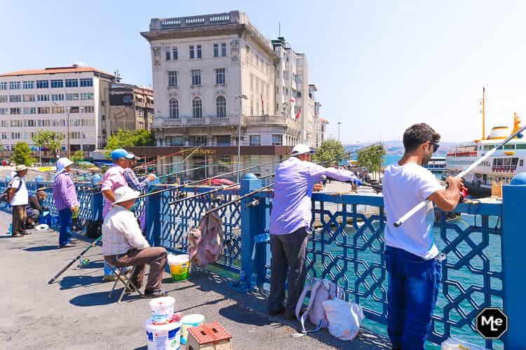 Bezienswaardigheden in Istanbul - galatabrug vissers
