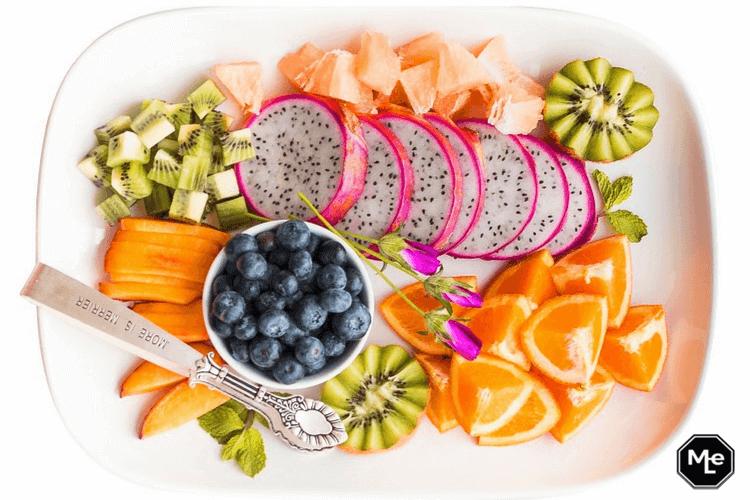 zomers fruit als ontbijt