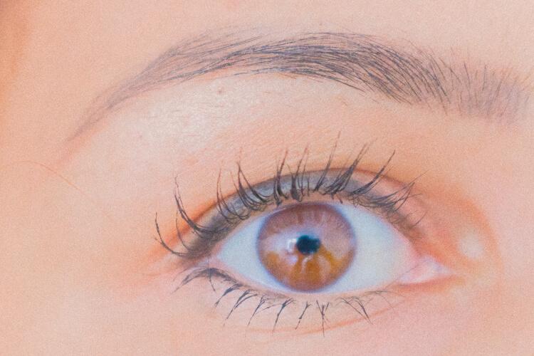 close-up wimpers met mascara zonder Essence magnetische wimpers