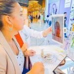 melicious ondergaat de face scan bij de Clinique store Rotterdam