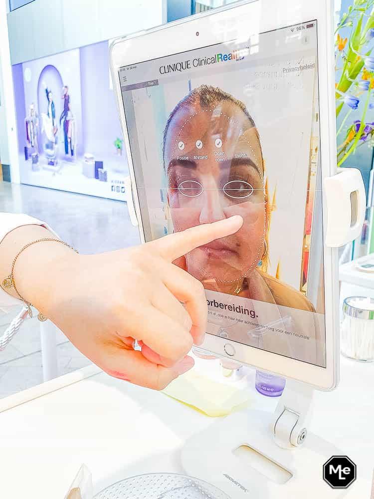 Clinique face scan in actie @Clinique store Rotterdam