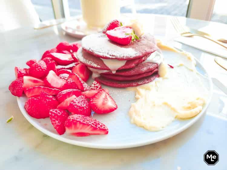 frenchie café - red velvet pancakes