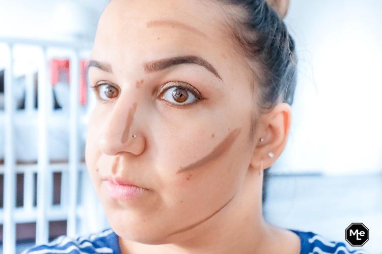 gezicht before met Catrice Triangle artist contour stick