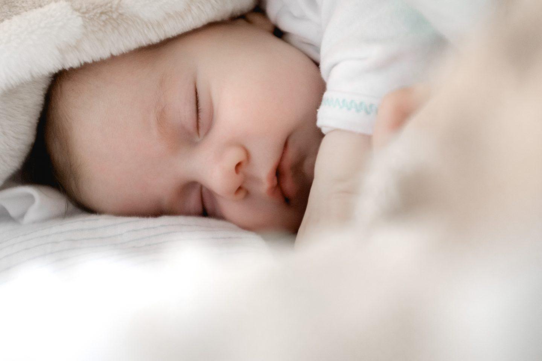 Hongersignalen bij pasgeboren baby's