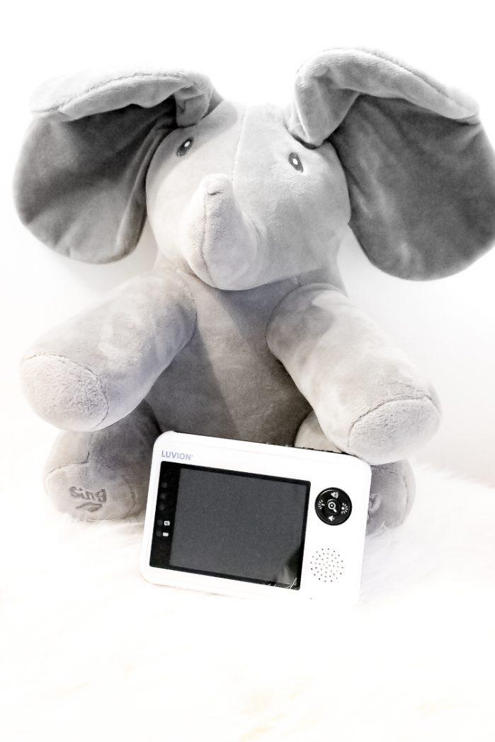 babyfoon luvion essential foto met olifant knuffel