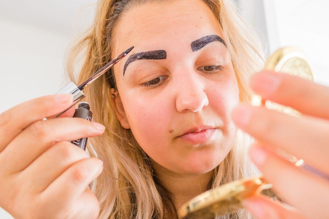 aanbrengen Kruidvat brow tattoo gel