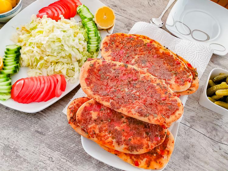 "Recept   Turkse pizza – ""Lahmacun"""