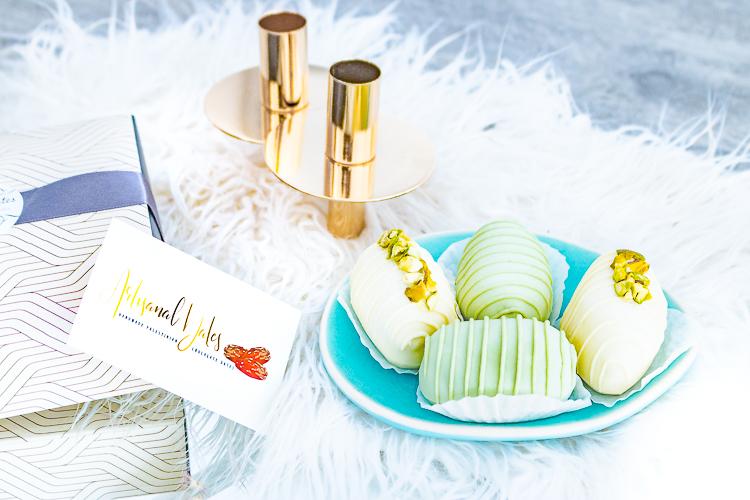 Luxe-dadels-Artisanal-Dates limoen-pistache en witte chocolade-pistache